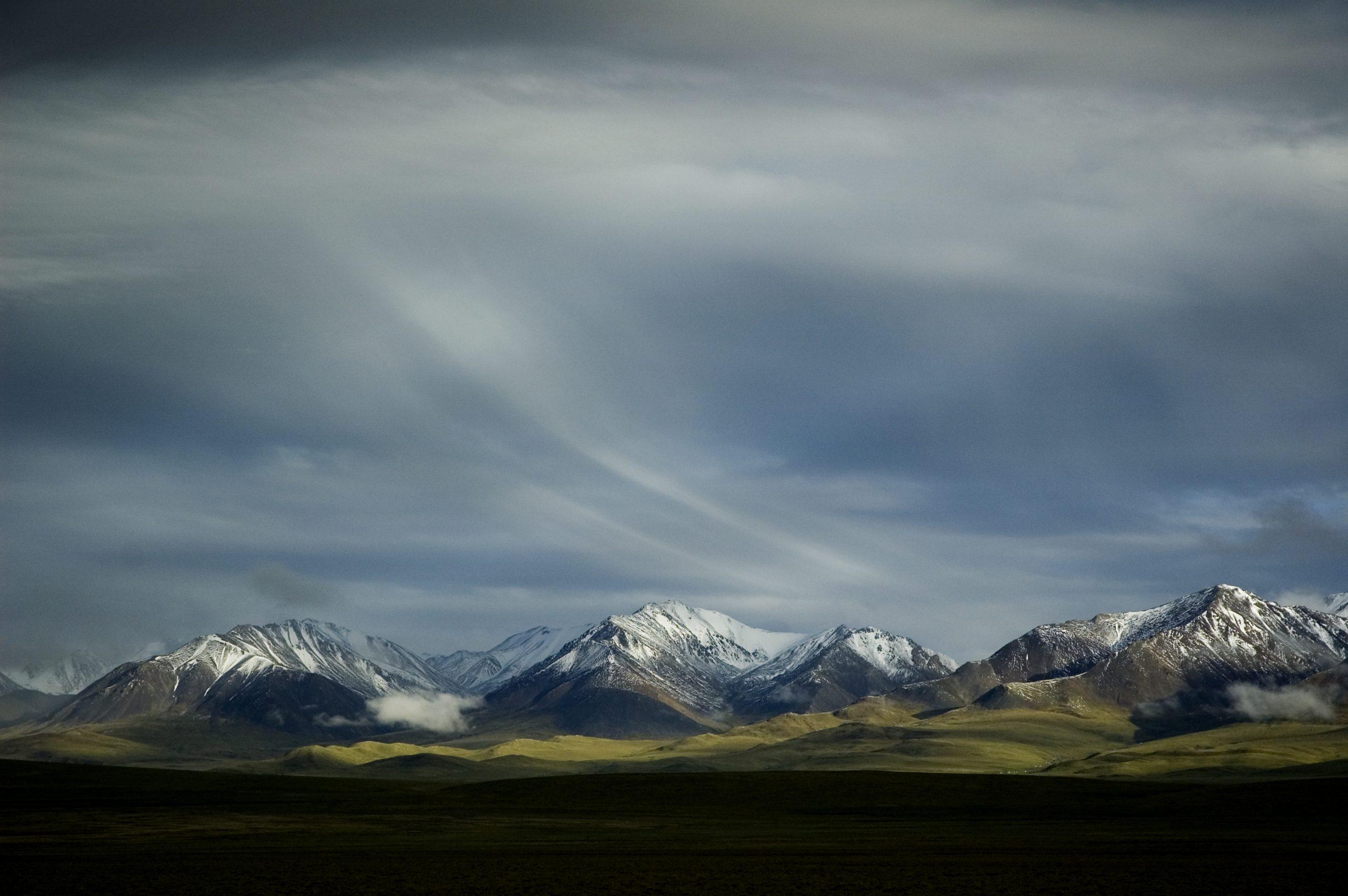 Wispy-cloud-landscape